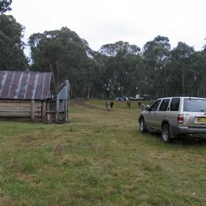 Davies Plain Hut Jan 06