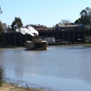 Paddlesteamers leaving the Echuca Wharf
