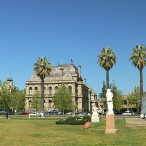 Bendigo park and buildings