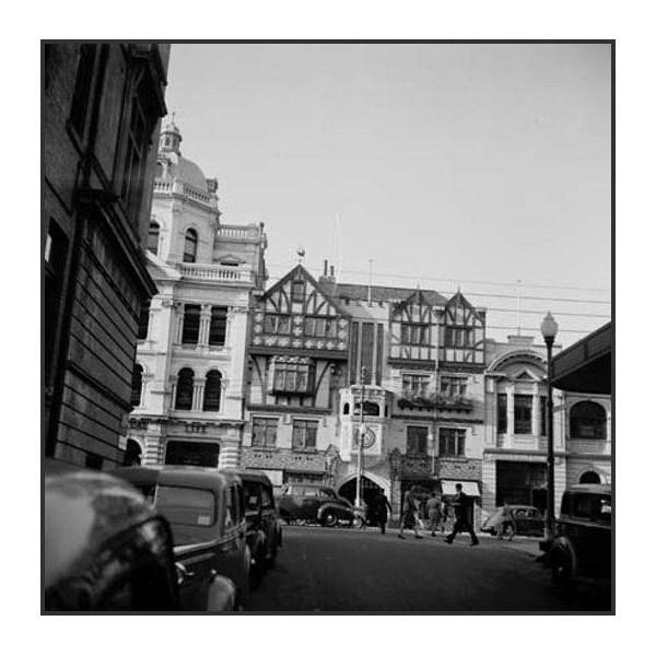 Saint George's Terrace - entrance to London Court Arcade 1946