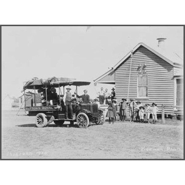Sutton's Royal Mail truck, Isisford to Ilfracombe, 1910 at Isisford