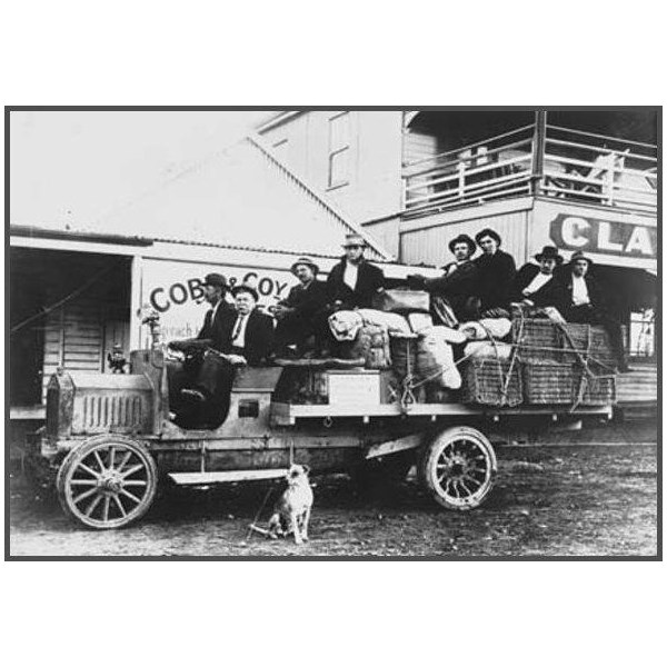 Cobb and Co motor mail coach, Longreach to Jundah at Isisford [front of Clancy's Overflow Hotel, 1920
