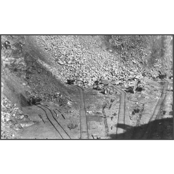 Radiating rail lines into quarry 1917