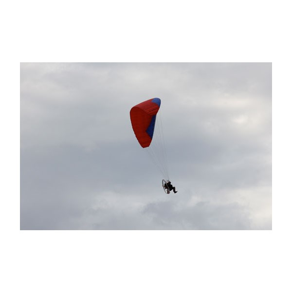 Para glider over lake disappointment