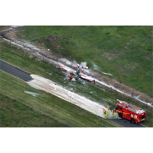 A plane used by the RAAF's Roulettes aerobatic team crashed at the East Sale airbase in Victoria