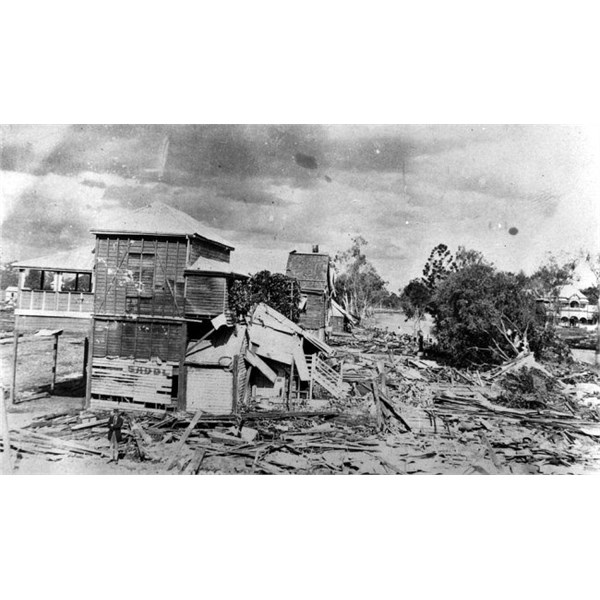 Flood damaged houses at Clermont, 1916