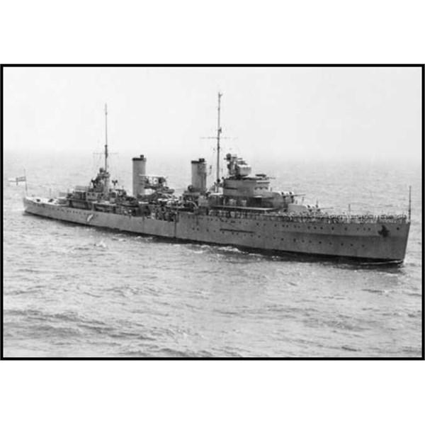 HMAS Sydney underway in 1940