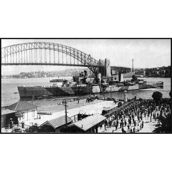Sydney manoeuvring to come alongside at Sydney Cove on 10 February 1941