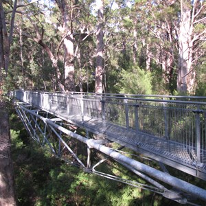 Suspension walkway