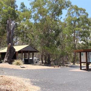 Wollomombi picnic shelter and information sign
