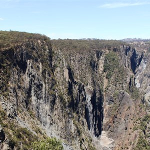 The dry face if the Wollomombi and Chandler (to the right) Falls