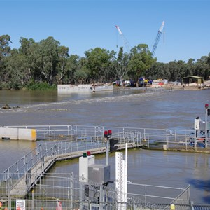 Weir & Lock 2 - Taylorville in Flood April 2011