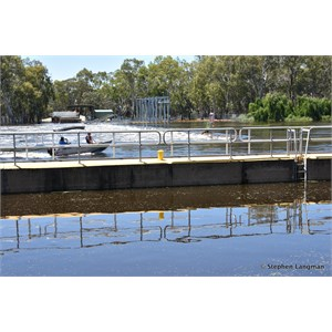 Lock 5 and Weir Renmark - In Flood December 2016