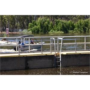 Lock 5 and Weir Renmark - In Flood December 2016