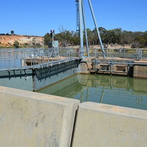 Lock 4 & Weir - Bookpurnong