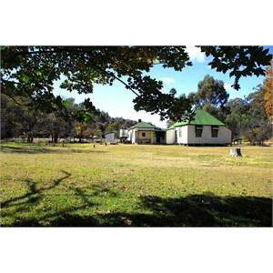 Moonan Brook Cottage & paddock