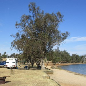 Lakeside Camping - Lake Towerrinning
