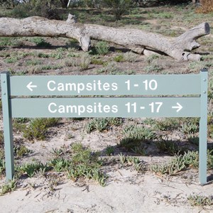 Campsites 1 - 10 & 11 - 17 Direction Sign - Katarapko Creek