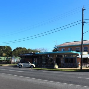 Grocery store and other businesses at Burnett Heads