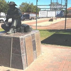 Jolly Swagman Statue