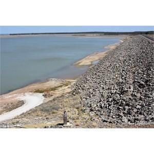 Fairbairn Dam Lookout