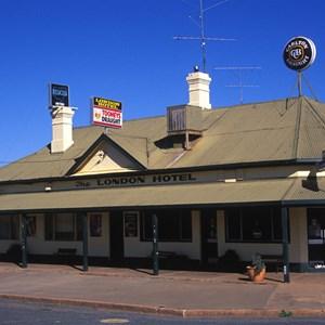 London Pub and Motel