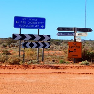 Kingoonya Road Signs