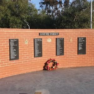 Memorial wall Gooroc