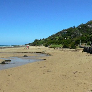 Beach at Wye River with the town clinging to the hillside above