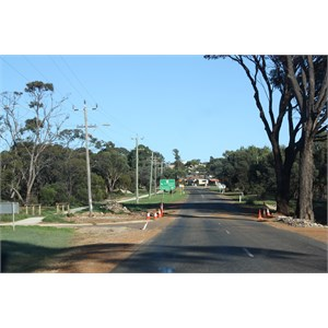 Hopetoun Road entering Ravensthorpe