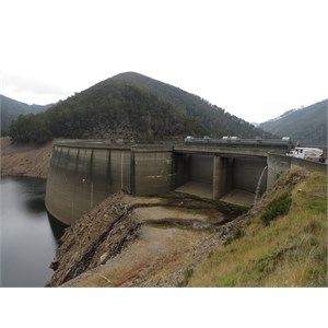 Double curved dam wall