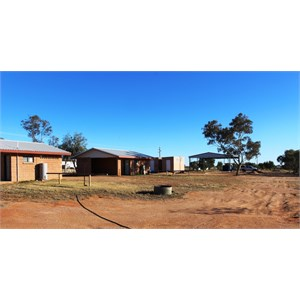 Simpson Desert Oasis Caravan Park amenities and parking