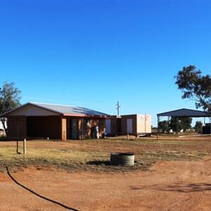 Simpson Desert Oasis Caravan Park amenities and parking