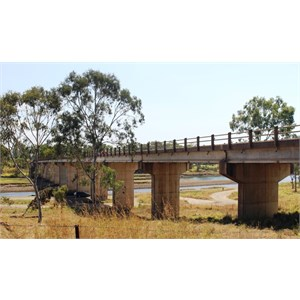 Highway bridge over the Boyne River