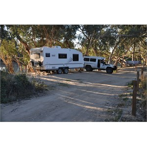 Troopy & Exclusive Caravan at Innamincka
